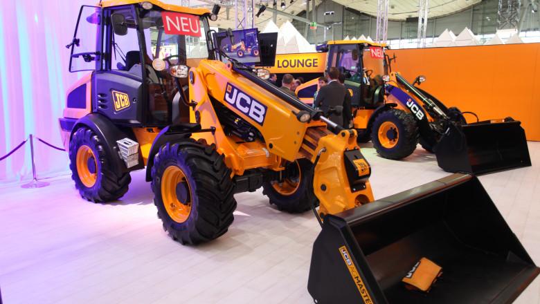 JCB с нови попълнения колесни товарачи Farm Master за агросектора
