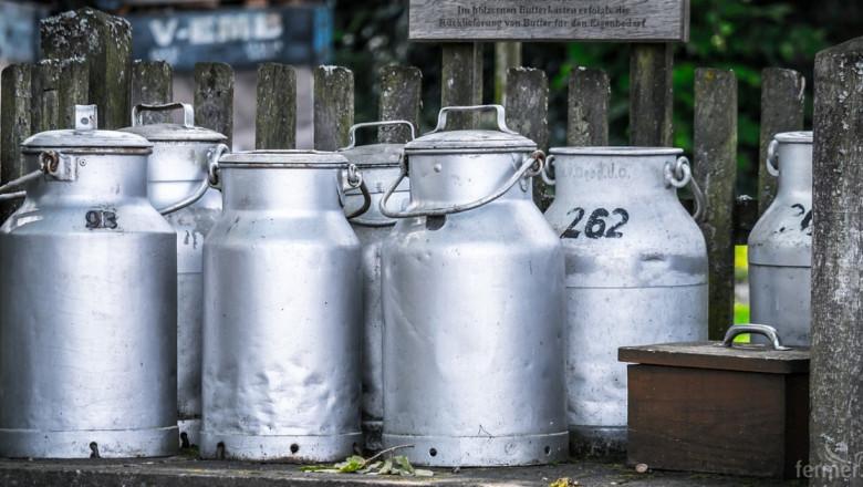 Изкупуват българското мляко по-евтино от водата