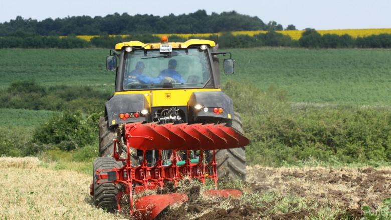 Експерти: Спешни мерки ще спасят почвите в България