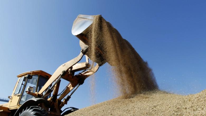 Пшеницата поевтиня леко на големите пазари по света