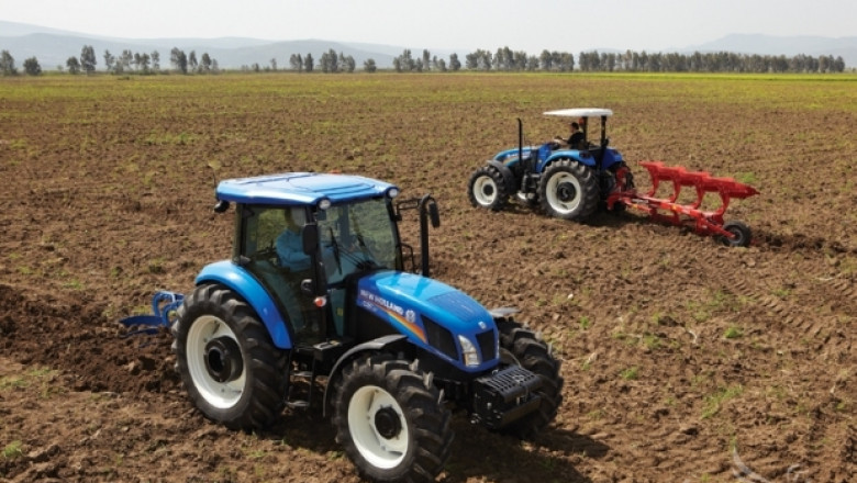 Откраднаха два трактора New Holland