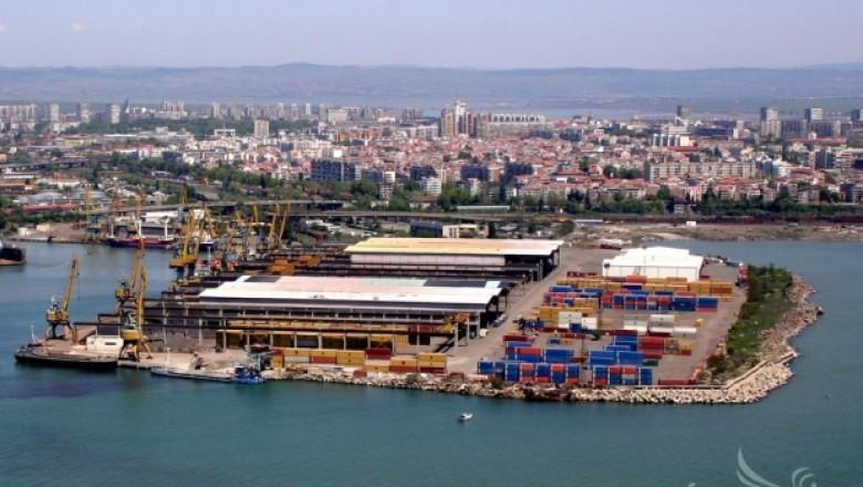 Запалиха нови комбайни и трактори на пристанището в Русе (ОБНОВЕНА)