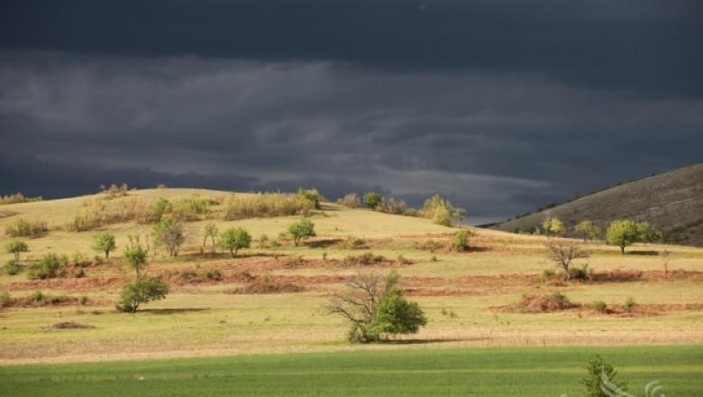 Жълт код за 15 области в страната за значителни валежи и гръмотевици