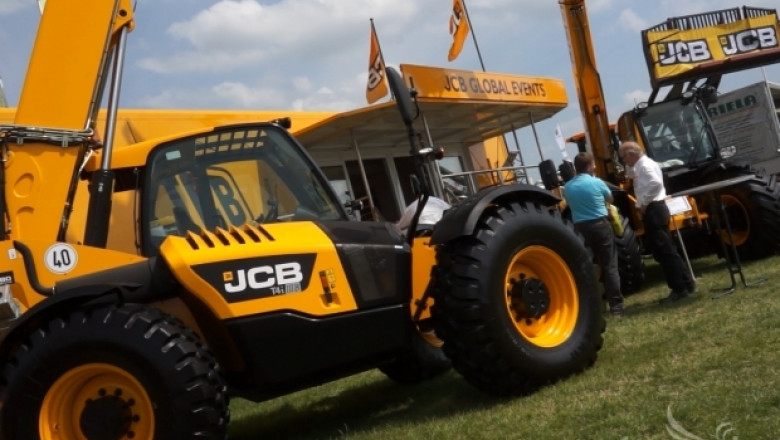 Новият JCB Loadall 550-80 впечатли фермерите (ВИДЕО)
