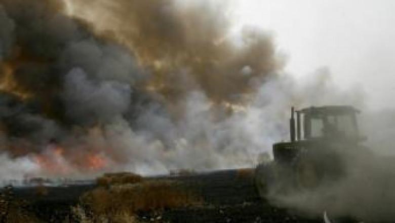 Комбайн, инвентар и ремаркета изгоряха в пожар край Монтана