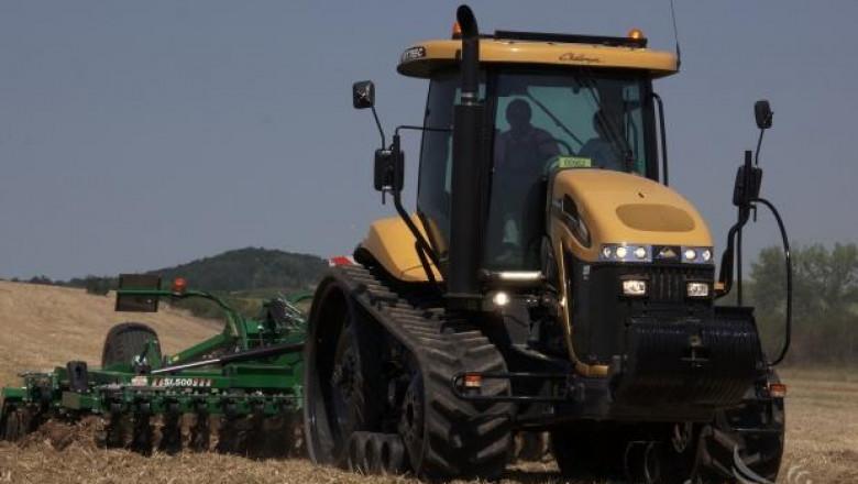Жътва, почвообработка и сеитба показа Варекс на полето (СНИМКИ)