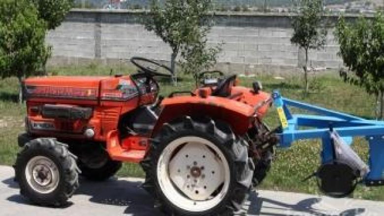 Трактор без рол-бар се преобърна и уби мъж в благоевградско село (обновена)