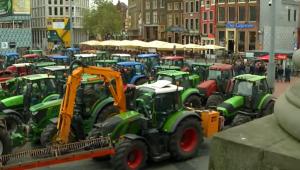 Протестите в Холандия ескалираха: Фермерите щурмуваха административна сграда