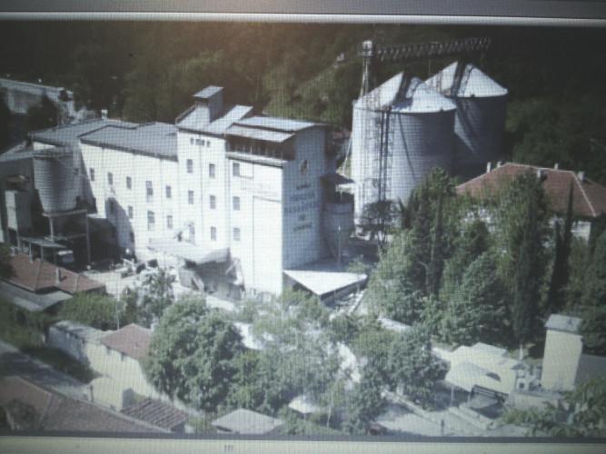 Продавам комплекс от силози 6100 тона с мелница 3000 т. за месец - Снимка 1
