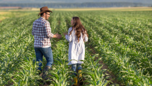 Фермери, вижте как да сключвате сезонни трудови договори
