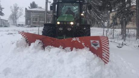 Усложнена обстановка: Зърнопроизводители извадиха тракторите и снегорините - Agri.bg