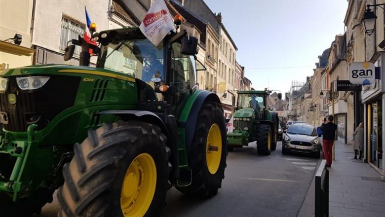 Френски фермери блокираха магистрали в знак на протест