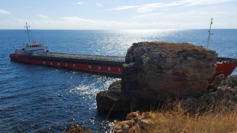 Кораб с торове заседна край Яйлата