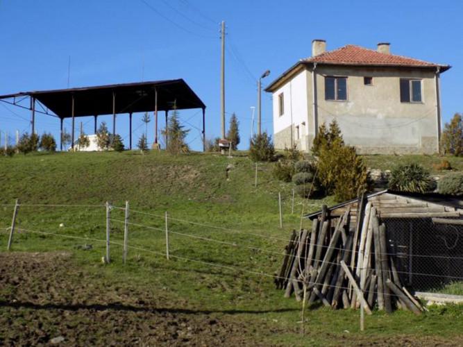 Ферма с. Соколяне, общ. Кърджали. Стопански двор - 13 декара - Снимка 6